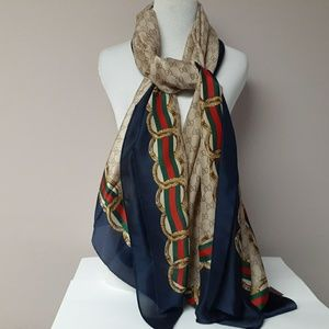 New large  Gucci silk scarf
